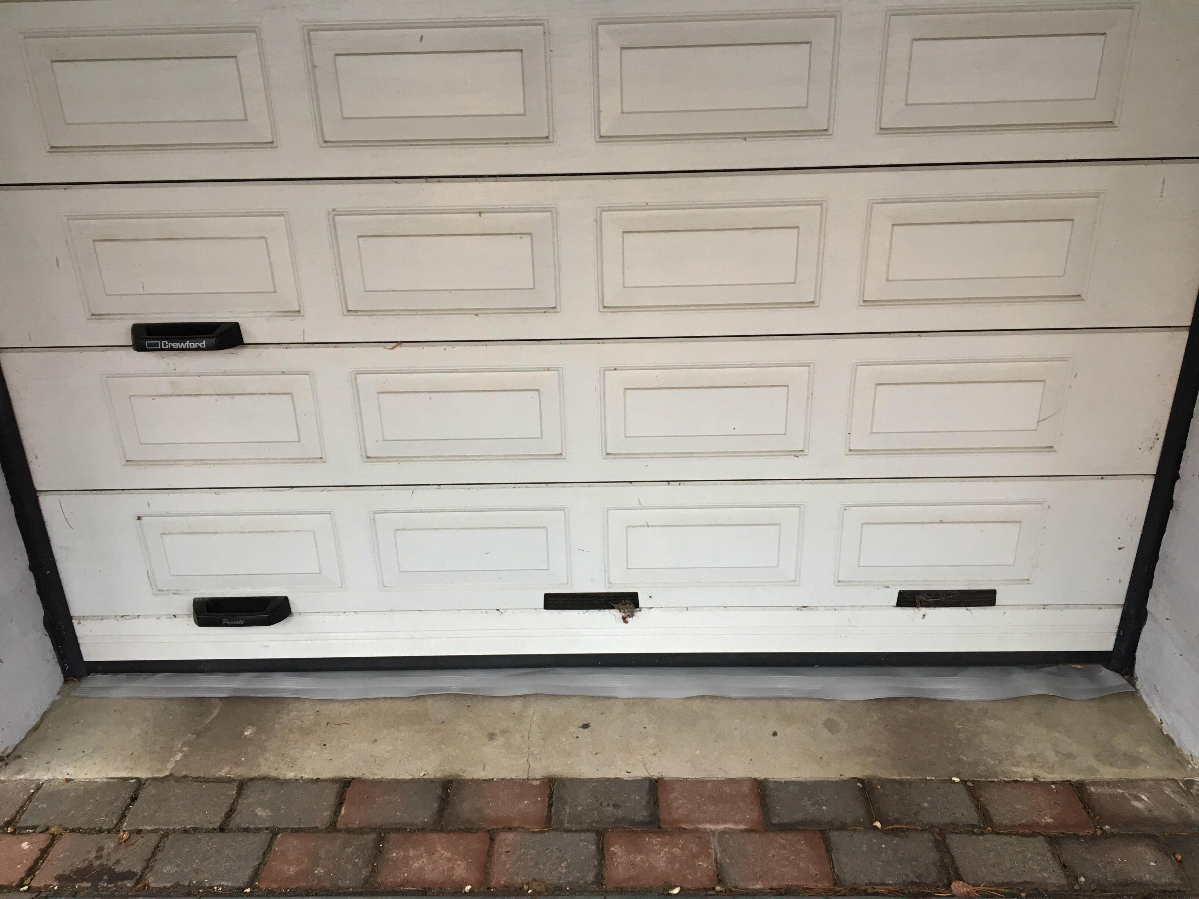Lukket garage med underlag