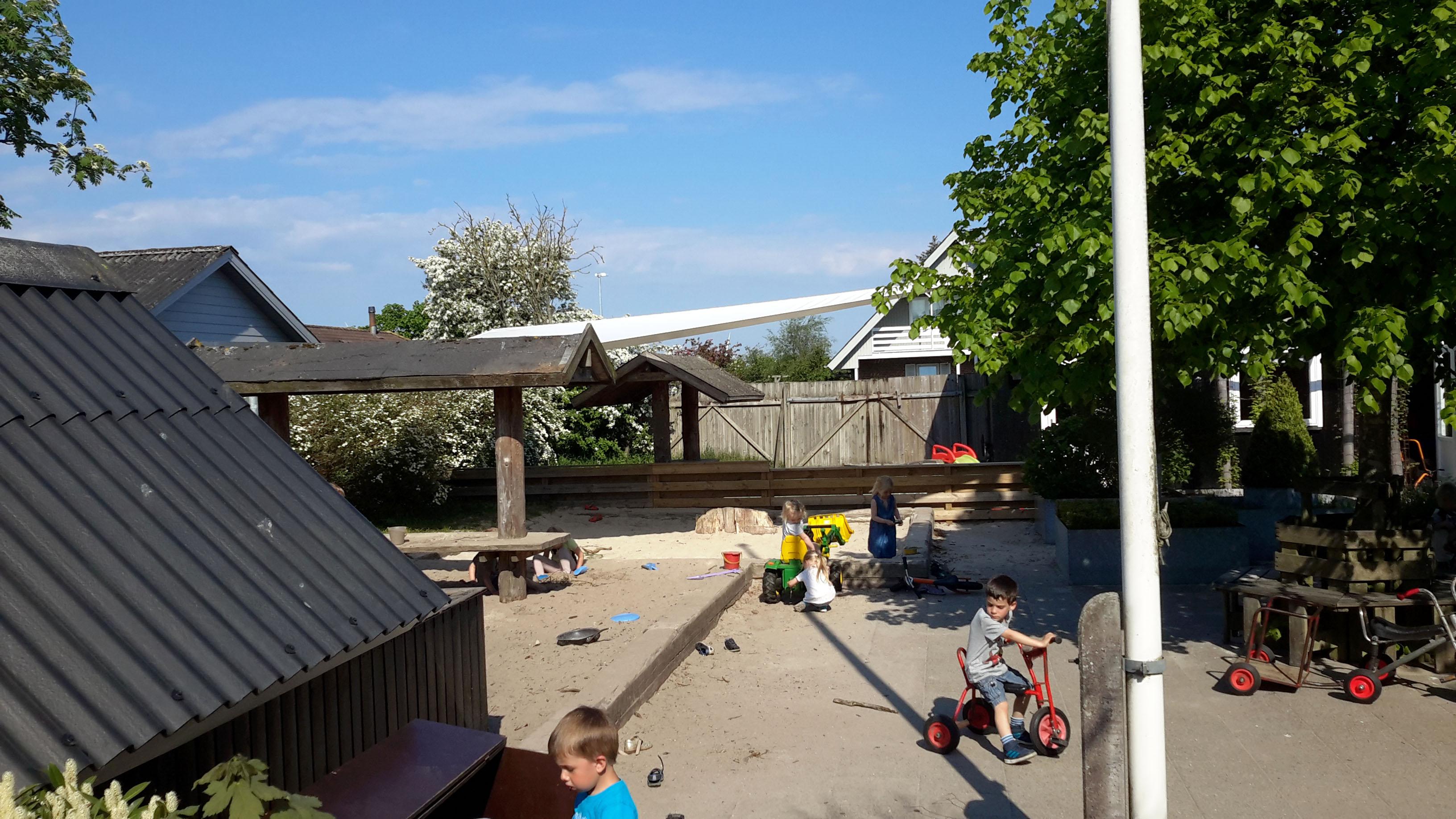 Sejloverdækning i Hemmet børnhave fra siden
