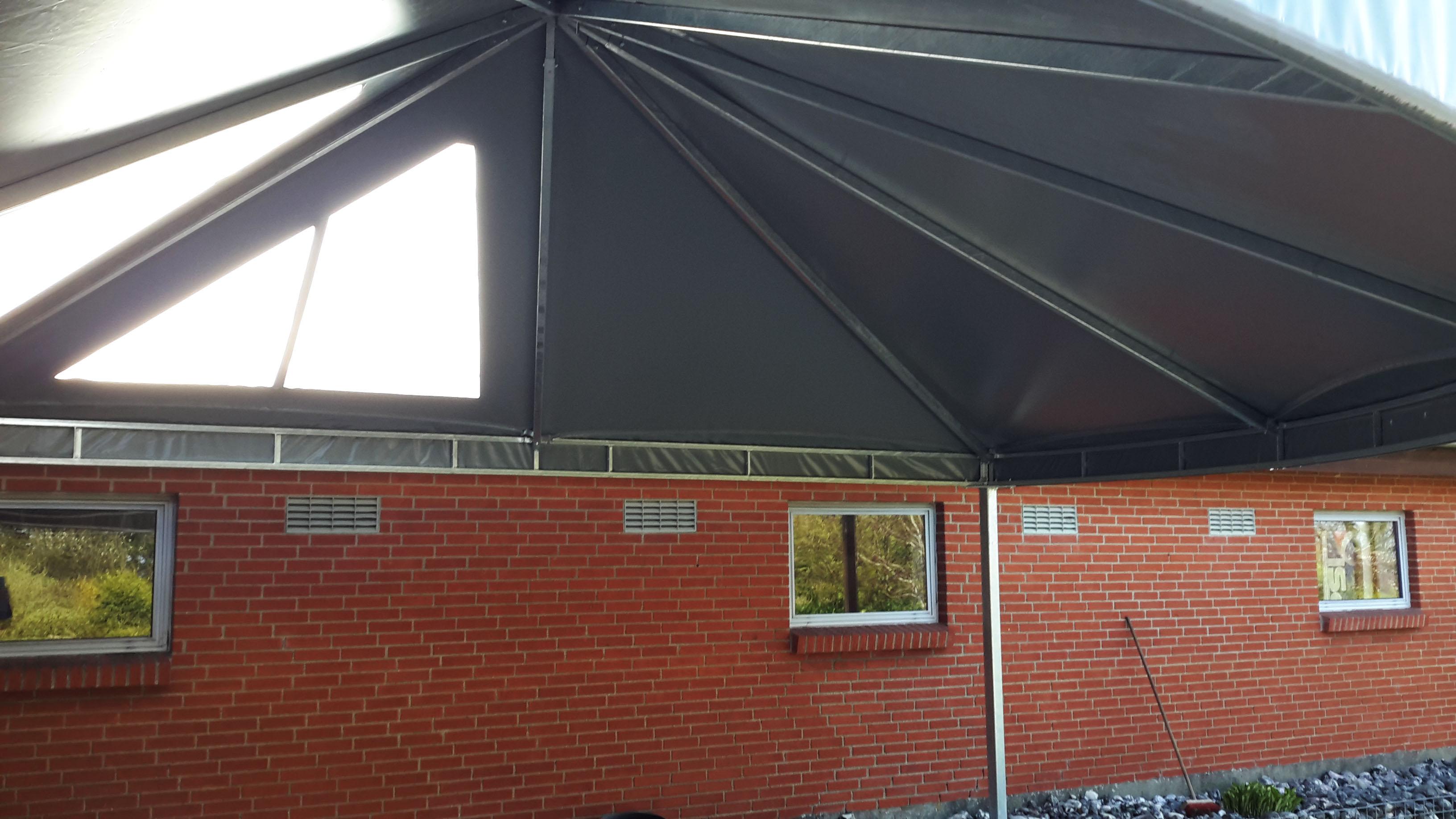 Terrasseoverdækning med jernkonstruktion - inde under