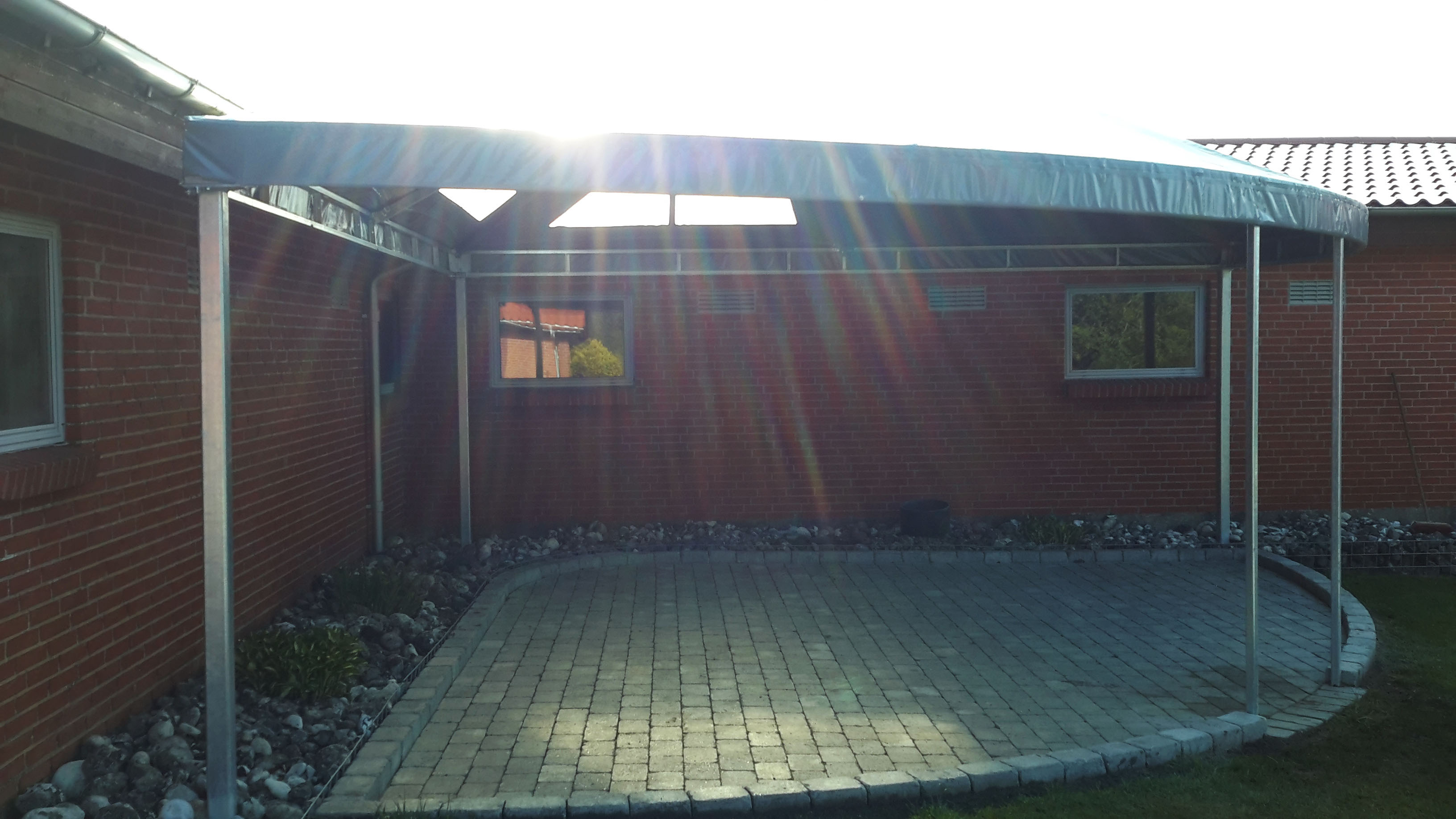 Terrasseoverdækning med jernkonstruktion